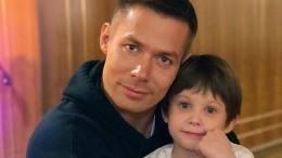 «Насвязи вформате 24/7»: Как Стас Пьеха переживает ситуацию сизбиением сына?