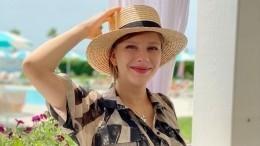 «Очень крутая девчонка»: Арзамасова показала архивные фото смамой вмолодости