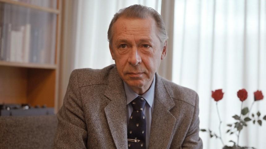 «Это все ты»: кого Олег Ефремов винил всвоем романе сАнастасией Вертинской?
