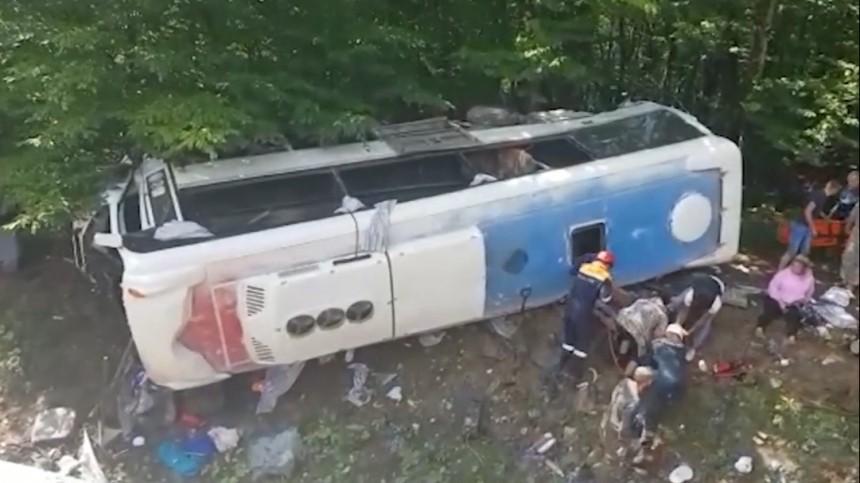 Число погибших вДТП стуристическим автобусом наКубани увеличилось додвух