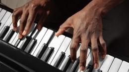 Баснословные чаевые: подрабатывающий ваэропорту пианист стал знаменитостью