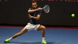 Теннисист Медведев прошел вчетвертьфинал олимпийского турнира вТокио
