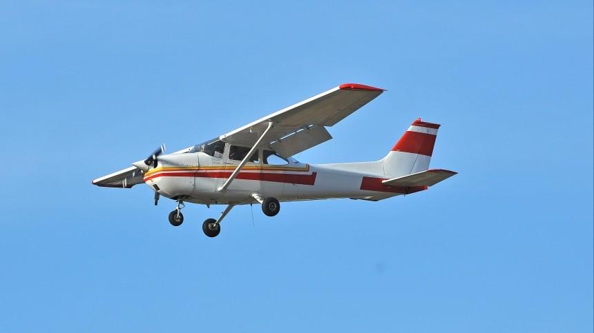 Самолет совершил жесткую посадку рядом сдорогой вАмурской области— фото