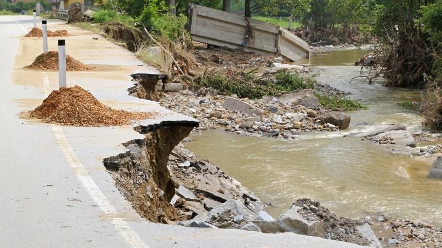 Ливни сградом вызвали наводнения иоползни вИталии— видео