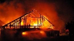 Трое детей идвое взрослых сгорели при пожаре вчастном доме под Саратовом