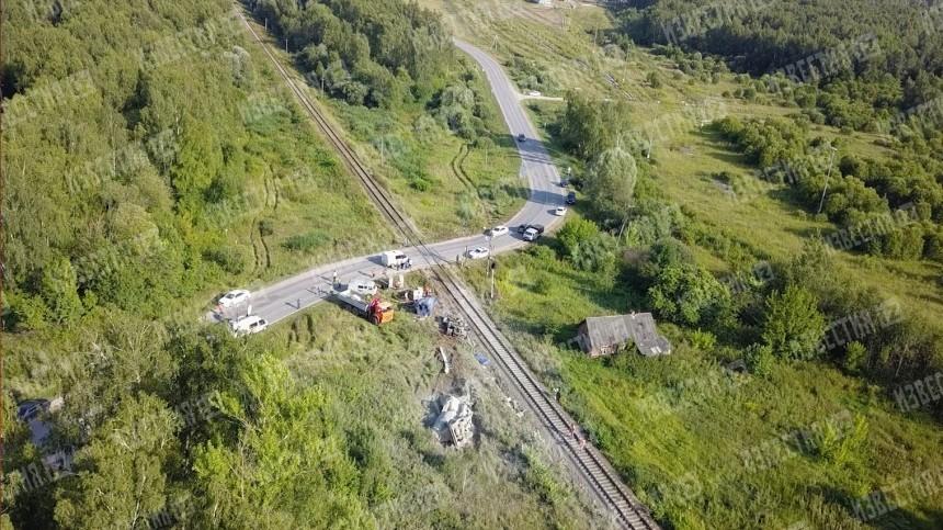 Последствия столкновения поезда сцементовозом под Калугой сняли сдрона