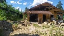 Полностью уничтоженный дом сподземной тюрьмой вЛенобласти сняли скоптера