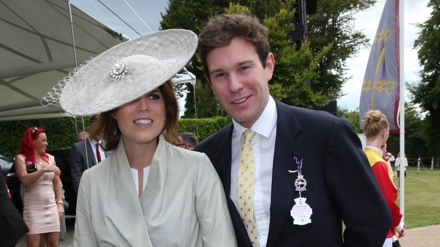 Мужа британской принцессы Евгении засняли сполуобнаженными девушками наяхте
