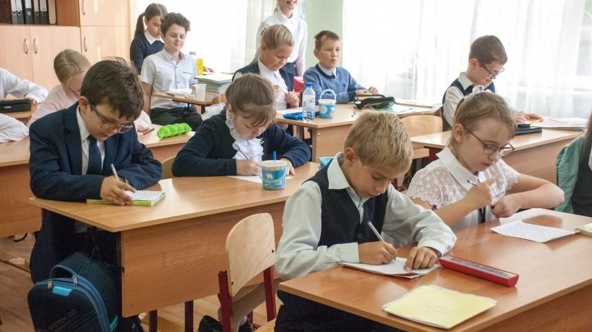 ВПФР начинают перечислять выплаты по10 тысяч рублей нанужды школьников