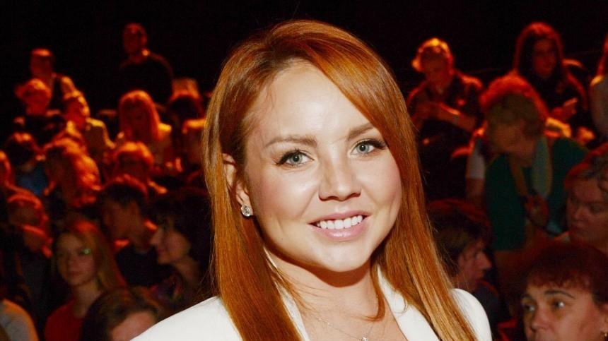 Певица МакSим впервые пообщалась сродными после полутора месяцев комы
