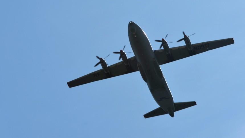 Военно-транспортный самолет Ан-12 экстренно приземлился вПерми