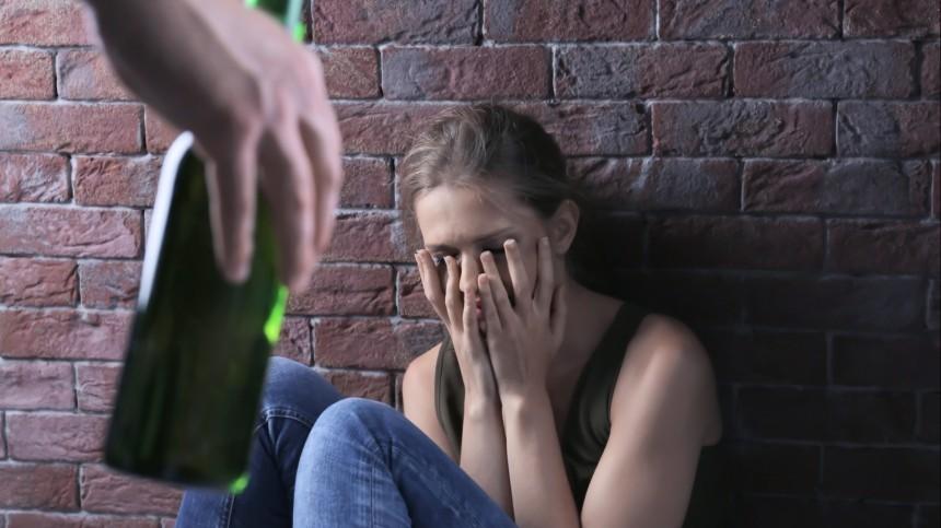 Пьяный москвич выгнал сожительницу вподъезд, асам дома изнасиловал школьницу