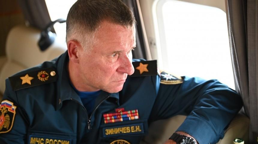 Путин поручил главе МЧС Зиничеву лично отправиться вгорящую Якутию
