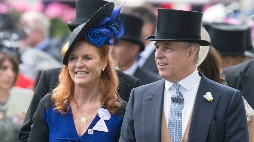 Чарльз вбешенстве: принц Эндрю продолжает жить сэкс-супругой после развода