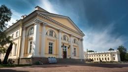 Интерьеры отреставрированного флигеля Николая II сняли накамеру