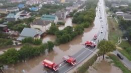 Большая вода пришла вАнапу: разрушена дамба, машины сносит мощными потоками