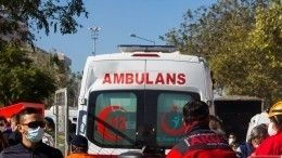 Машина скорой помощи протаранила толпу натротуаре втурецком городе Ширнак