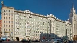 Памятник архитектуры загорелся вцентре Москвы, пожарные искали очаг несколько часов