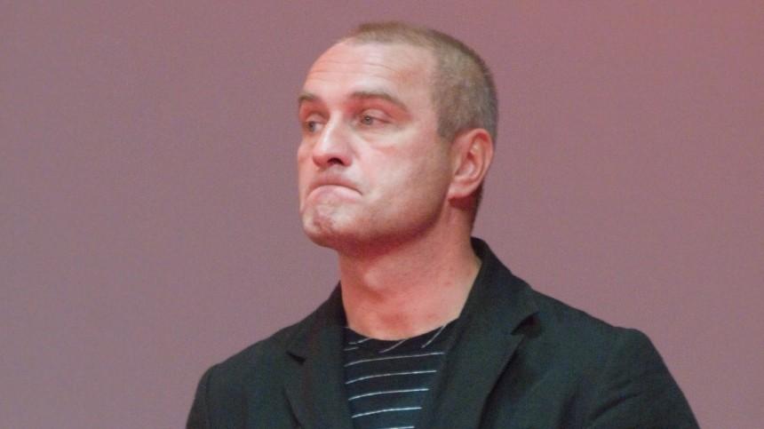 Отекший Александр Балуев впервые вышел всвет после COVID-19
