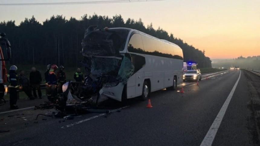 Переполненный автобус столкнулся сгрузовиком воВладимирской области