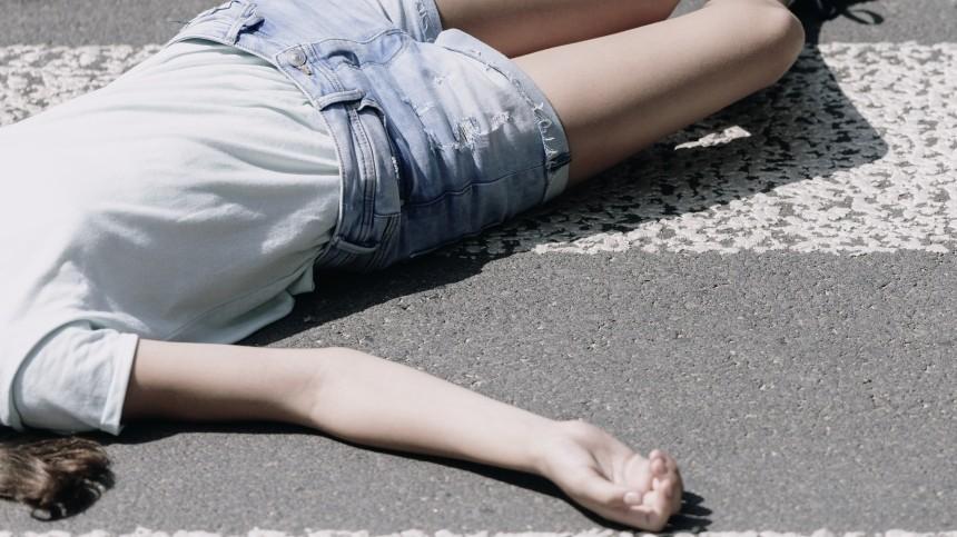 Мужчина избил 13-летнего ребенка наглазах упрохожих вцентре Петербурга