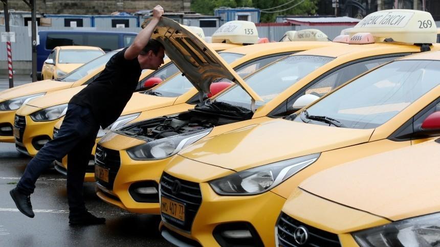 Власти Москвы поручили службам такси контролировать рост цен напоездки