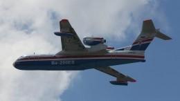 Первые кадры после крушения пожарного самолета Бе-200 вТурции