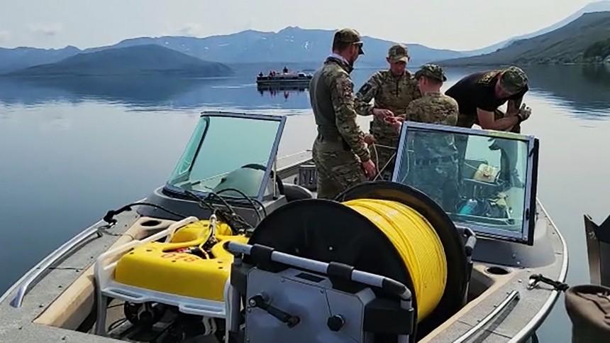 Тело пятого погибшего при падении Ми-8 возеро наКамчатке подняли наповерхность