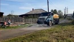 Свердловский губернатор высмеял мытье грунтовой дороги перед его приездом