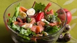 Как приготовить легкий салат ссемгой— пошаговый рецепт сфото