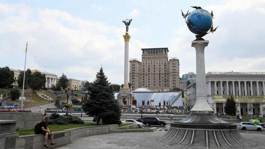 Советник Зеленского назвал построение демократии наУкраине бессмысленным