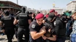 Украинские националисты разгромили выставку, увидев наней предметы быта изСССР