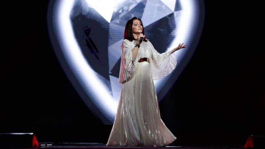 Гагарина всексуальном платье ипомолодевшая Ротару открыли «Новую волну»