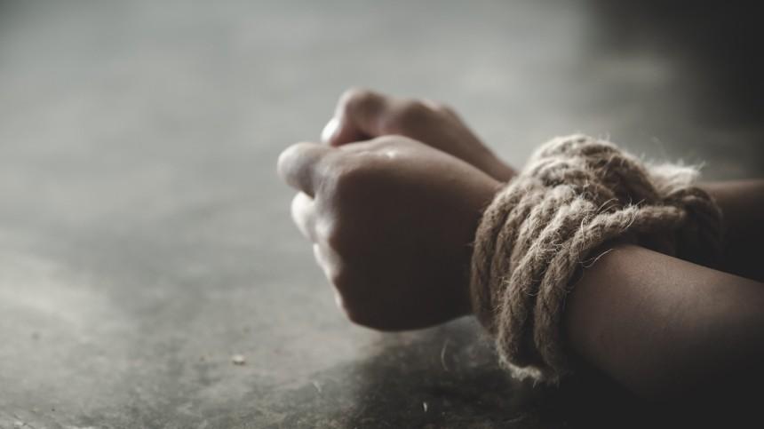 Руки найденной впакете мертвой девочки были связаны проводом, арот заклеен скотчем