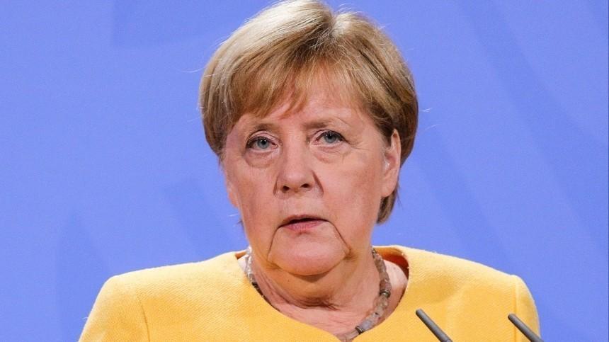 Ангела Меркель возложила цветы кМогиле Неизвестного Солдата вМоскве