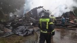 Гостевой дом сгорел дотла ирухнул вПсковской области. Есть погибшие