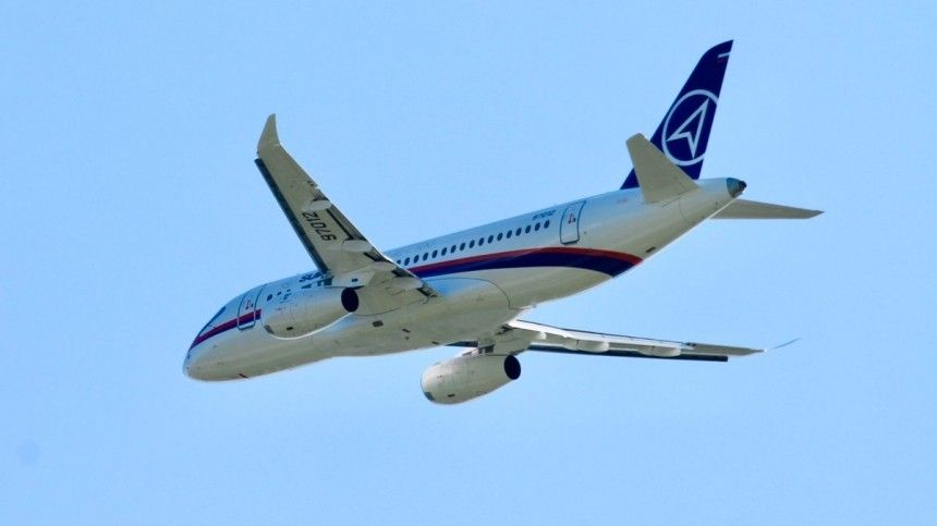 Подавший сигнал бедствия Sukhoj Superjet-100 приземлился вМоскве