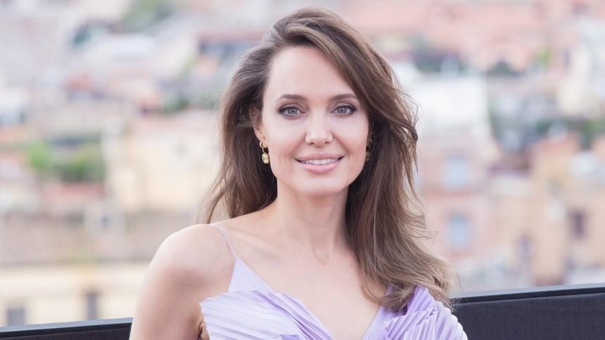 Анджелина Джоли завела Instagram для поддержки жителей Афганистана