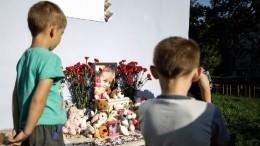 Дядя убитой вТюмени девочки умер устихийного мемориала племянницы
