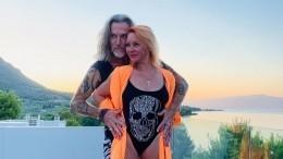 Джигурда опубликовал серию фото обнаженной супруги