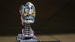 Нафоруме «Армия-2021» показали робота, способного стать двойником любого человека