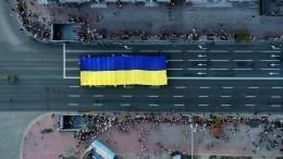Журналисты сзаклеенными скотчем ртами прошли маршем вцентре Киева