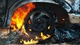 Момент взрыва фуры после удара оботбойник под Новгородом попал навидео