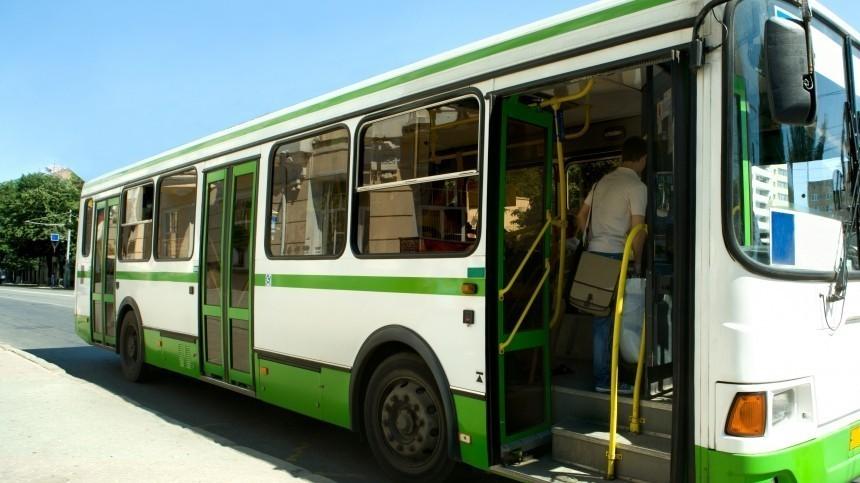 Девочка вЯрославле погибла после того, как еезажало дверями автобуса