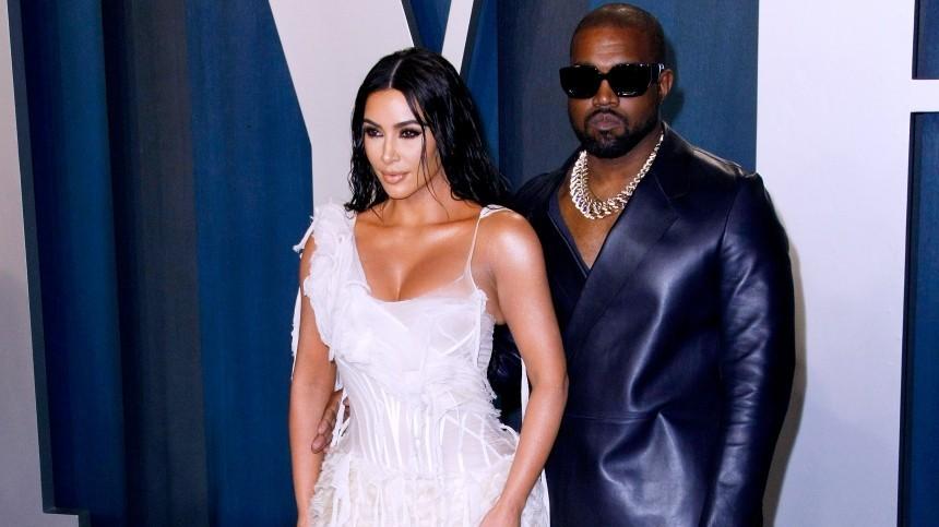 Ким Кардашьян пришла всвадебном платье напрезентацию альбома Канье Уэста