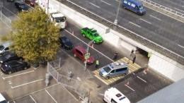 Момент смертельного наезда авто надевушку вцентре Москвы попал навидео