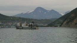 Утечку нефтепродуктов устраняют вАвачинской бухте наКамчатке
