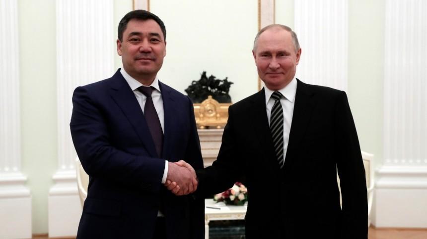 Путин поздравил президента Киргизии сДнем независимости республики