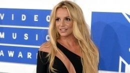 Отец Бритни Спирс требует отнее два миллиона долларов заотказ отопекунства