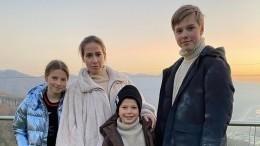 Бывшая жена Аршавина показала младшего сына вДень знаний: «Всех спраздником»